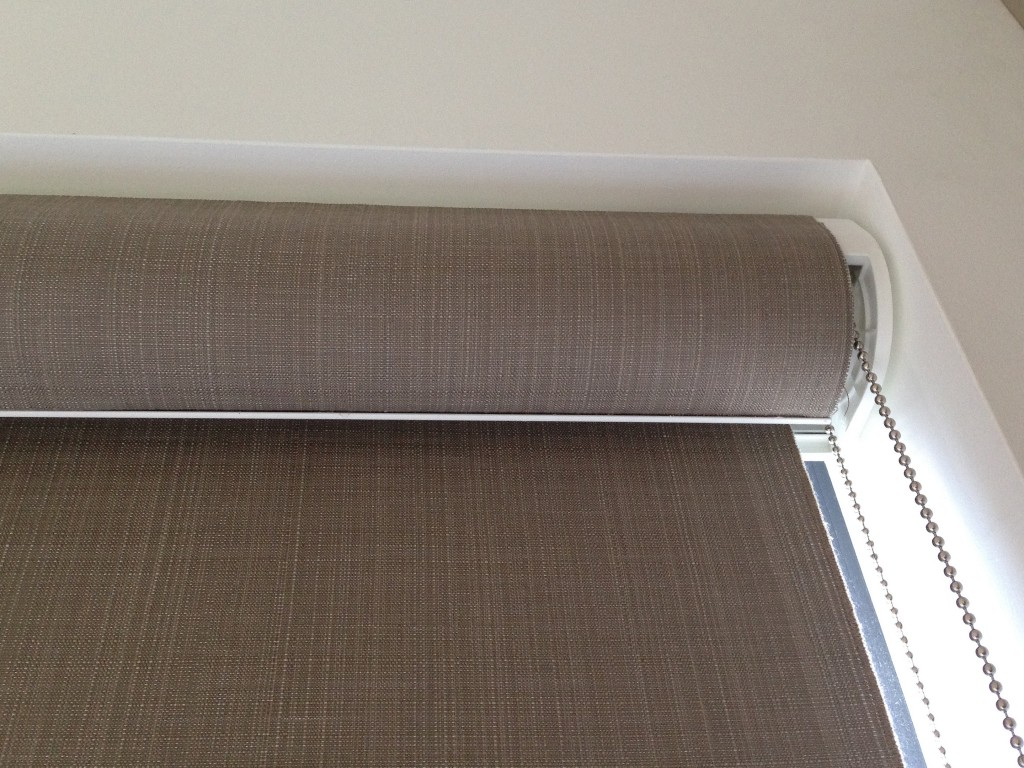 Roller window shades fabric window blinds with chains for Exterior no chain window shade