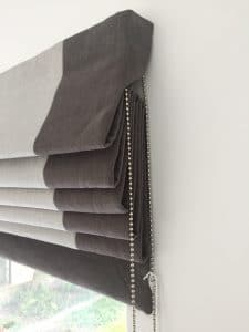 Roman blind with chain