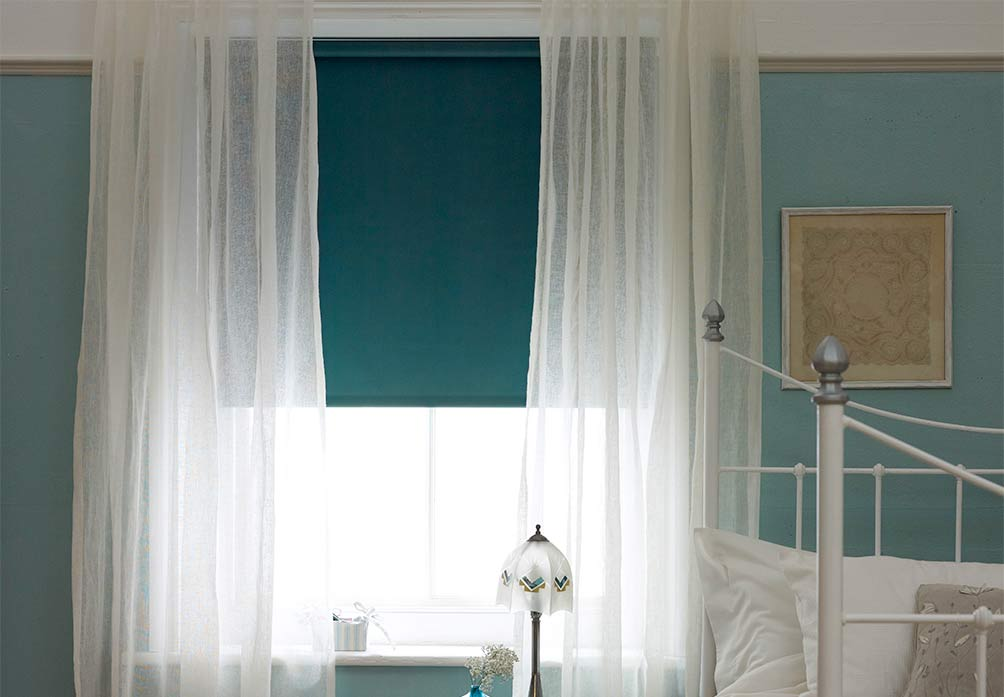 Sheer curtain with roller blind under